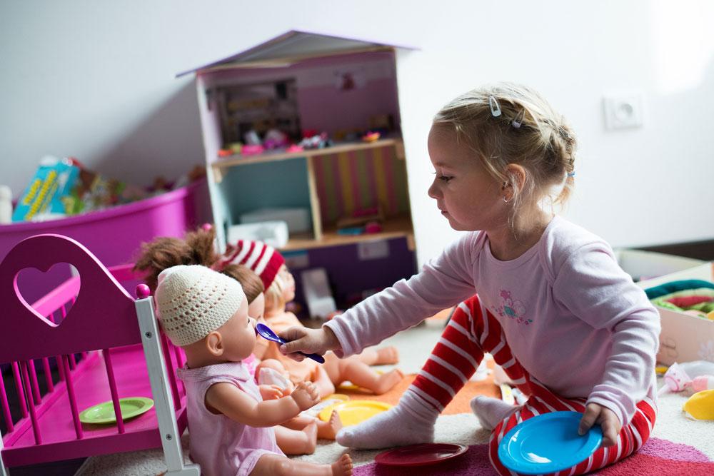 Spielzeug spielt mit Massage