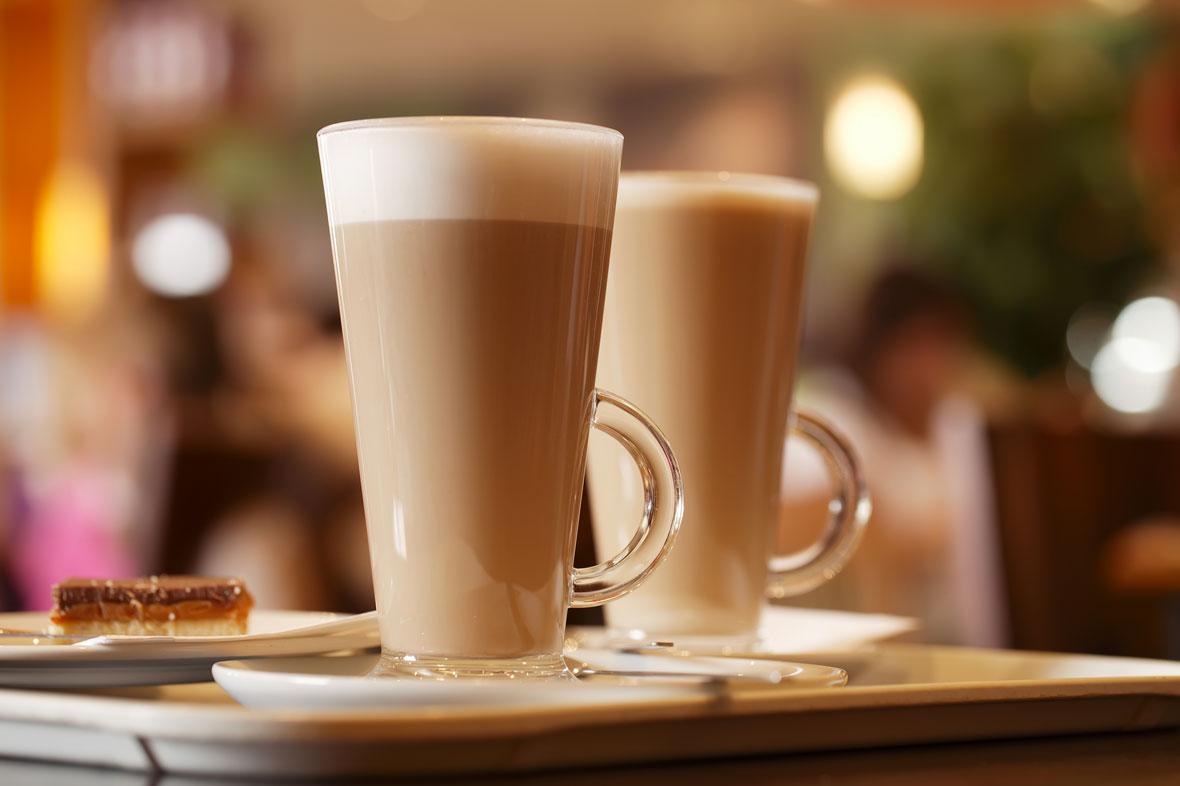 mit einem Gespräch mit der besten Freundin bei einem Café Latte den Kopf frei bekommen