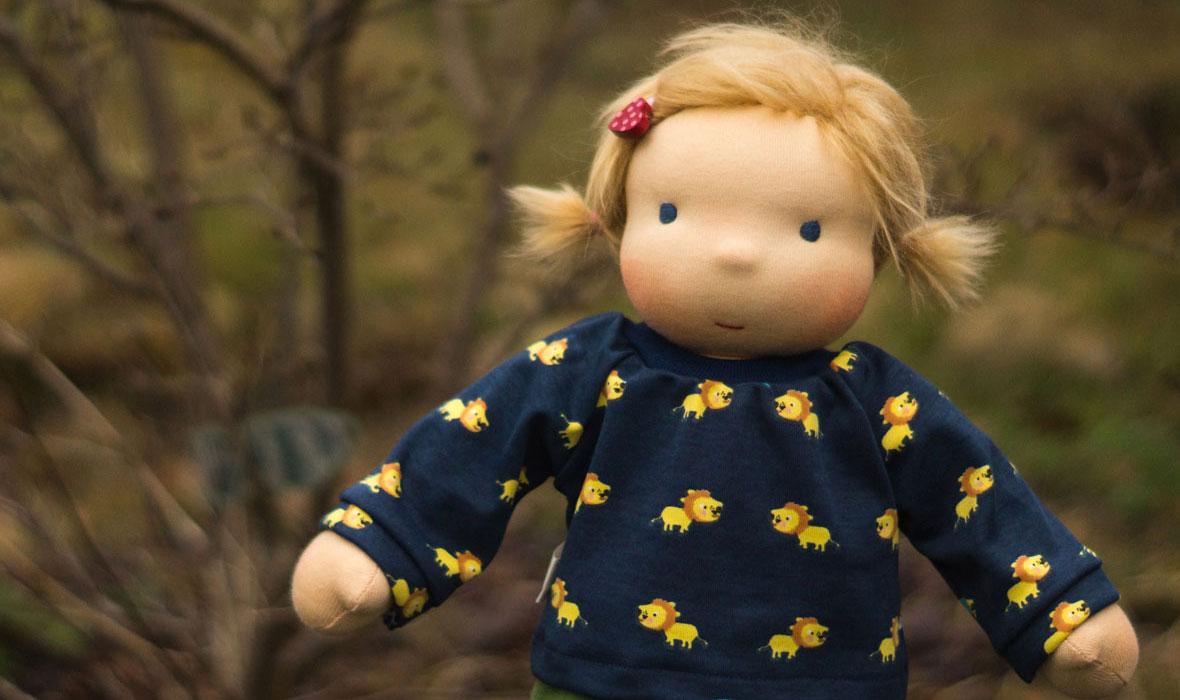 wandelbare Stoffpuppe nach Waldorf mit bloden Zöpfen, Puppen ab 3 Jahre