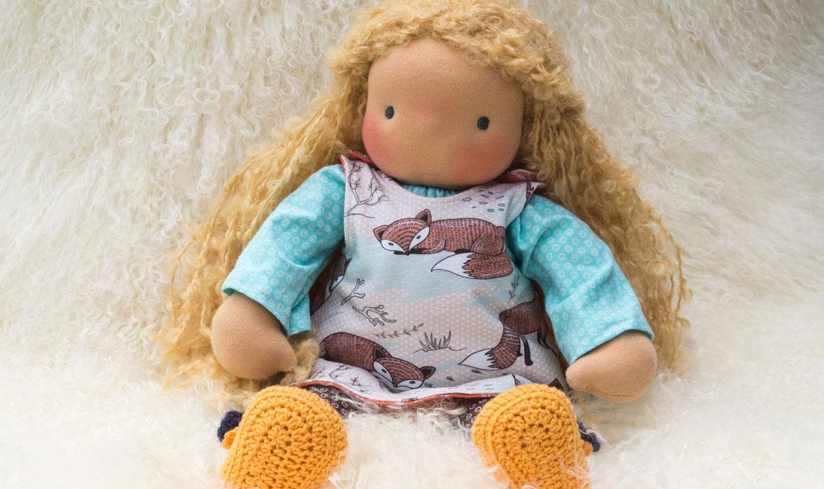 Puppenmaedchen mit langen blonden Haaren, Puppen ab 3 Jahre nach Waldorfart