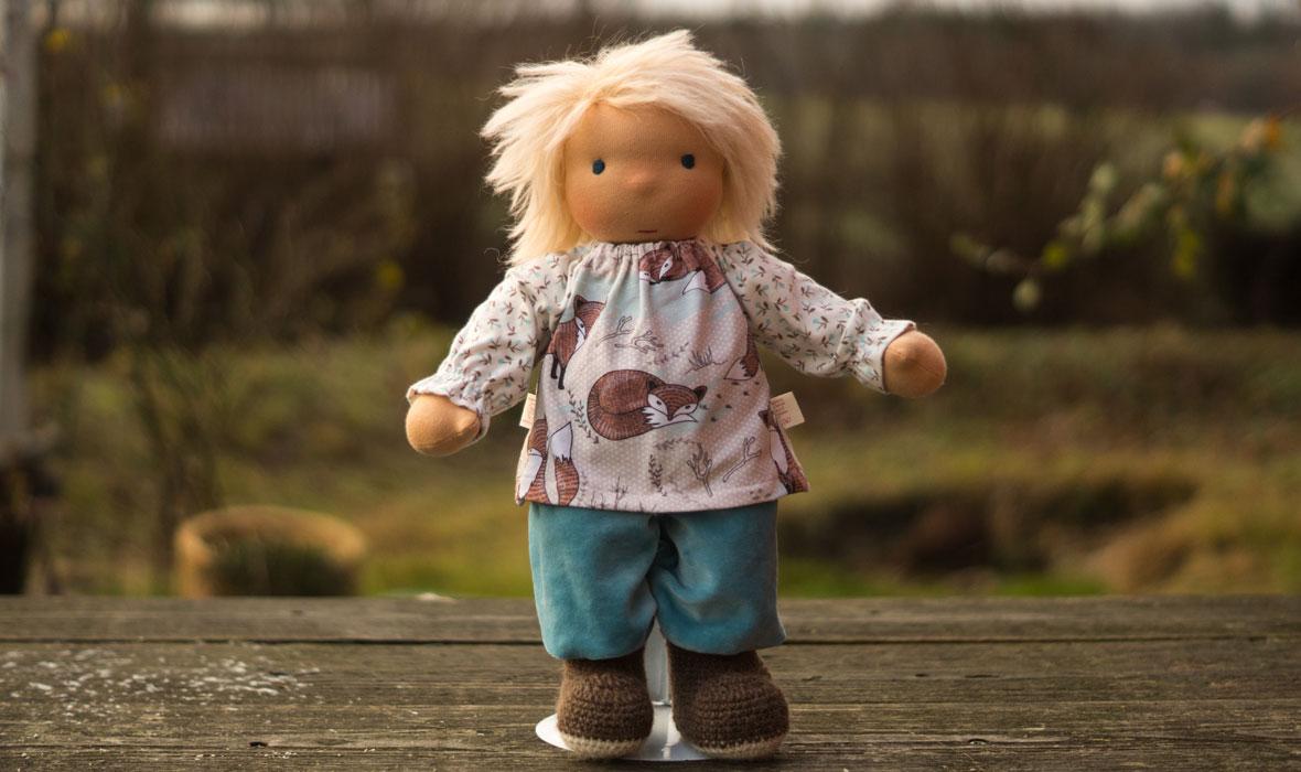 Puppenkind Stoff Puppen ab 3 Jahre mit hellblonden Wuschelhaaren, Pulli und Nickihose