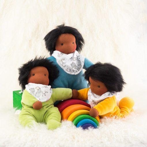 Schmusepuppe dunkle Hautfarbe, Waldorfpuppe aus weichem Nickistoff für Kleinkinder
