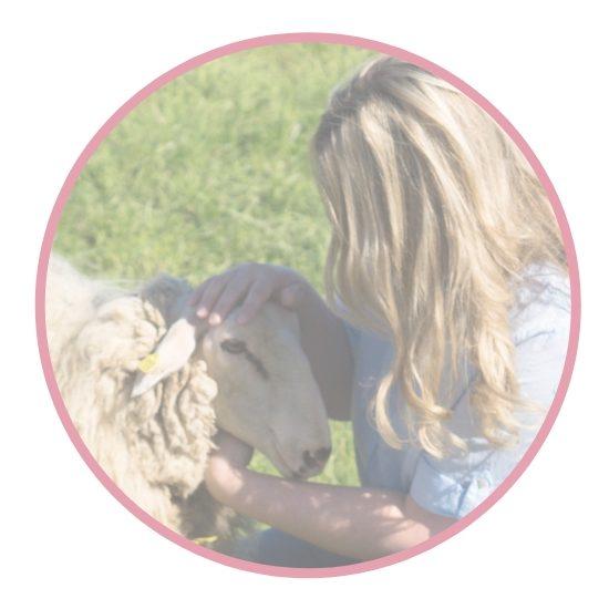 Puppenmacherin der Stoffpuppen von Ellis Puppen mit Herz